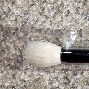 YOUNIQUE fluffy crease brush